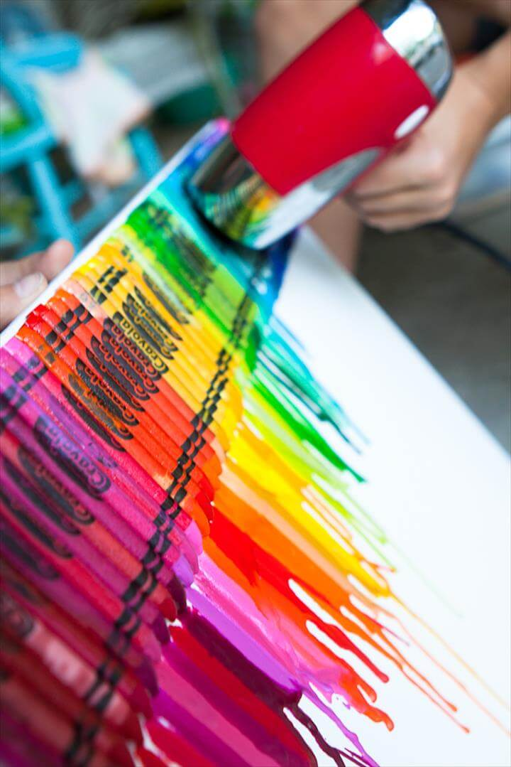 DIY Lucky Rainbows to Make Melted Crayon