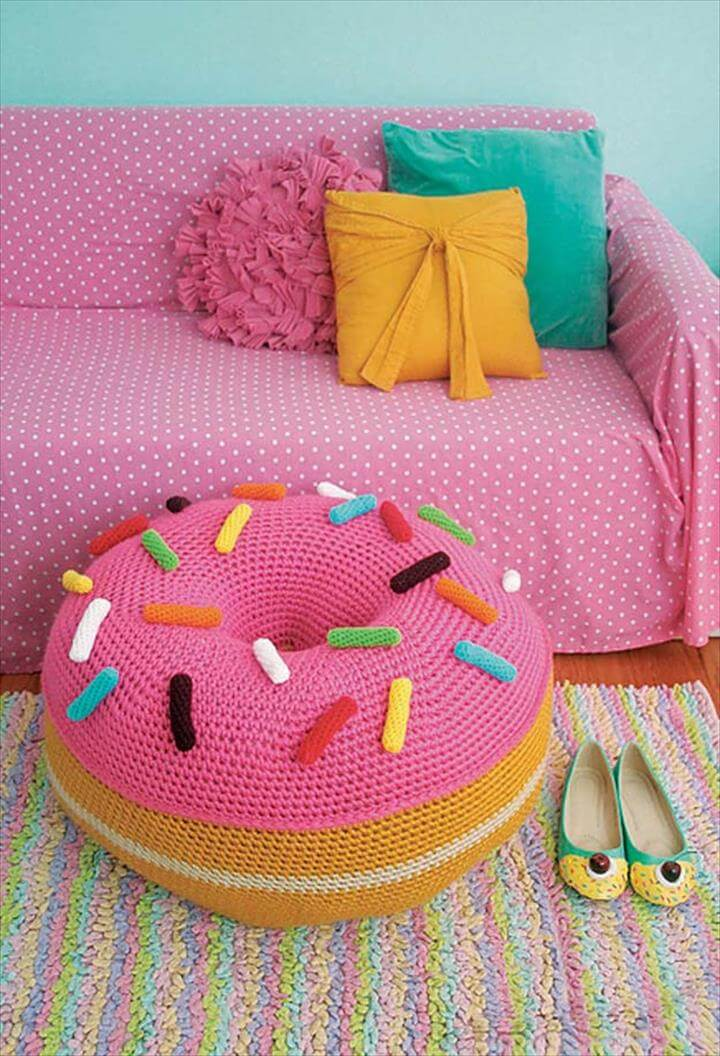 Easy Giant Donut Floor Pouf