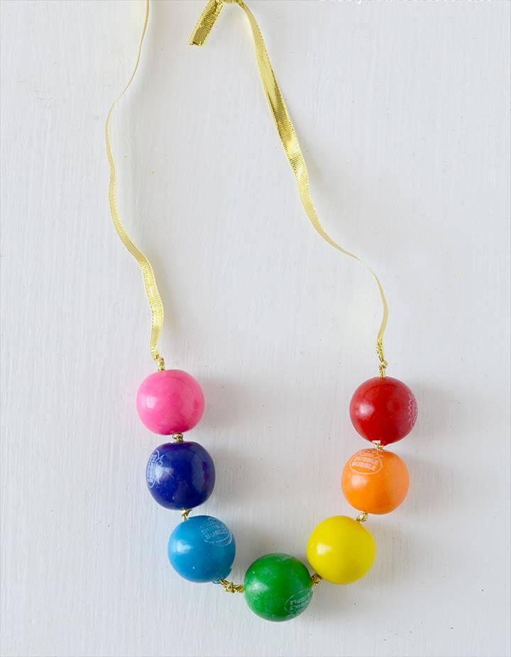 DIY Lucky Rainbows to Make Bubblegum Necklace