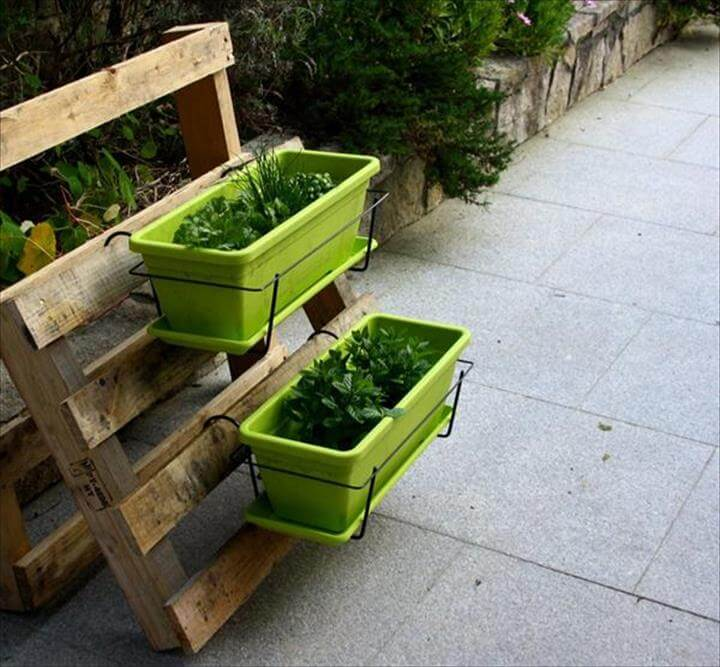 garden planter out of pallet