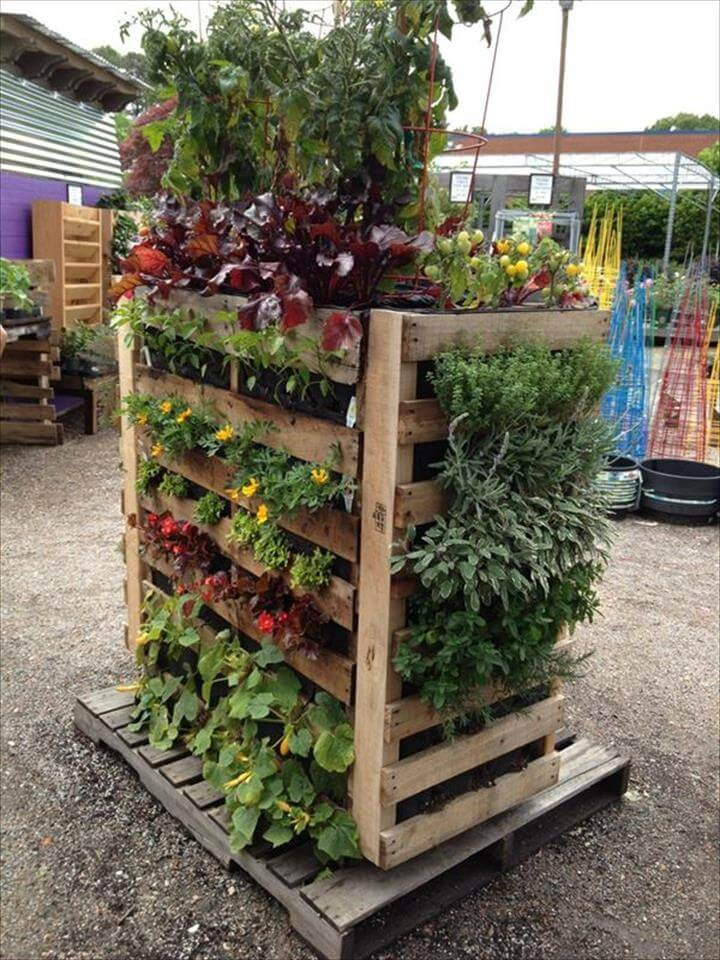 16 awesome pallet garden planter ideas diy to make for Vertical pallet garden