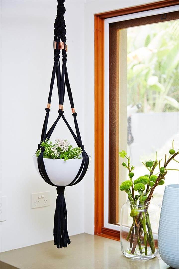 macramé plant hanger: