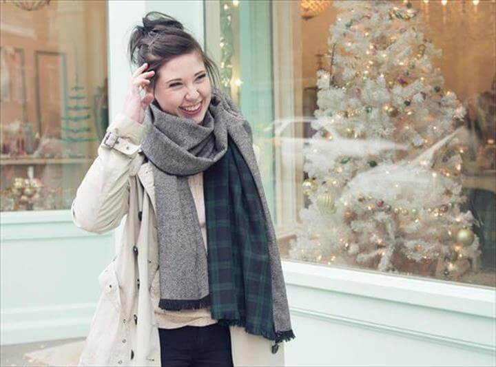 Free sewing pattern for DIY oversized winter wool scarf with fringe... looks so