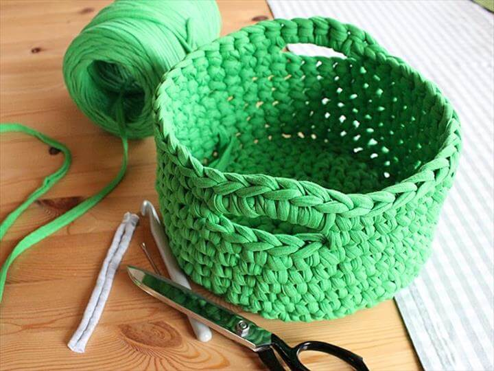 Crochet a T-Shirt Yarn Basket