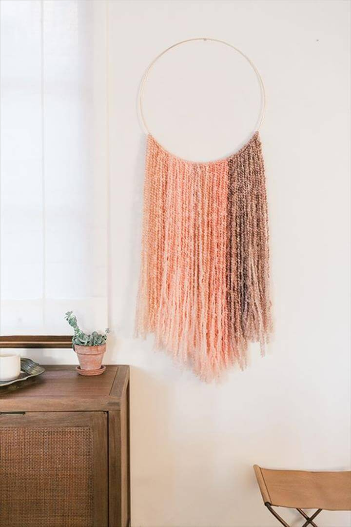 circle wall hanging with yarn