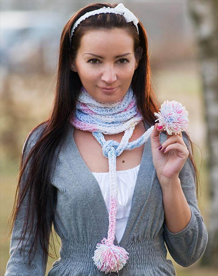Scarf Without Knitting Needles. Fashion Mode Styling Outfit DIY