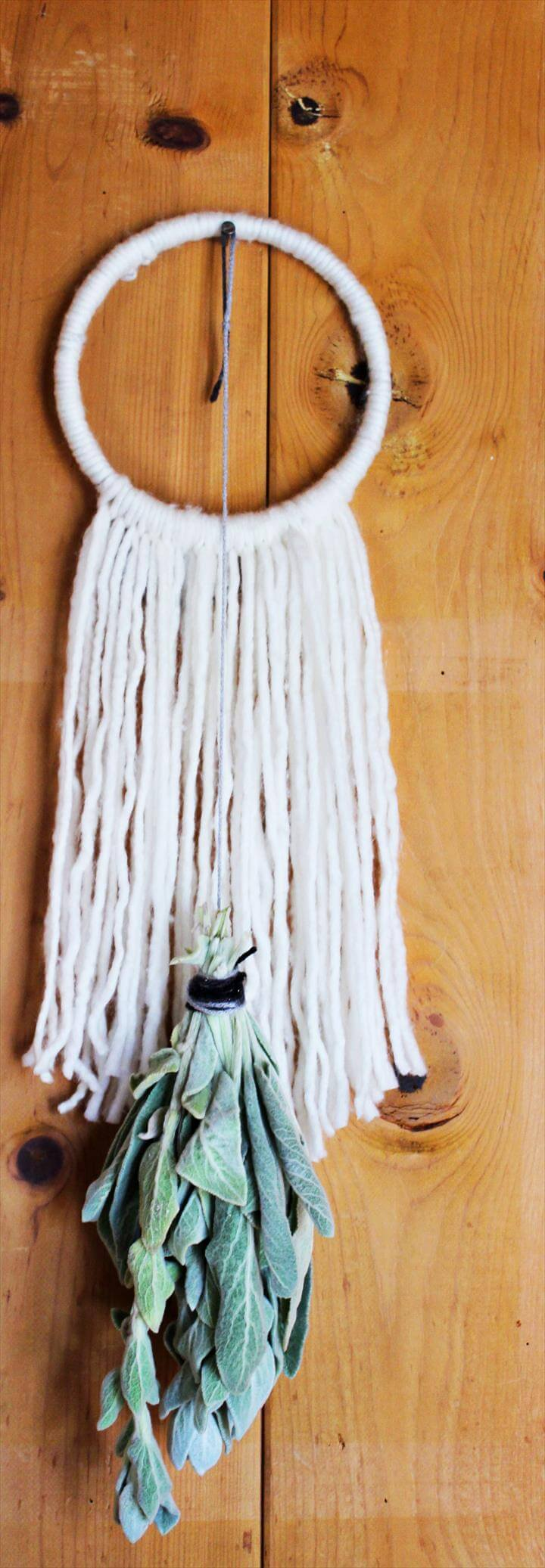 Super Easy DIY Yarn Wall Hanging