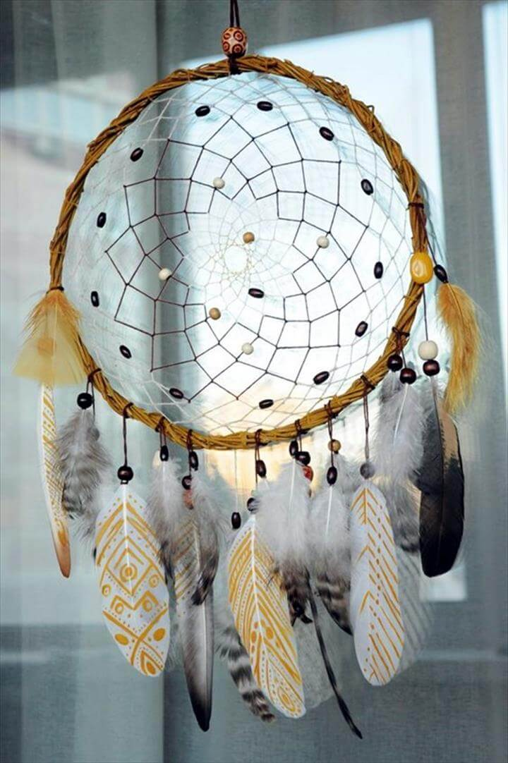 DIY Beautiful and Unique Dream Catcher