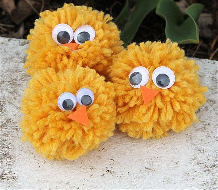pom pom chicken made with yarn