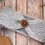 Free crochet headband pattern! Sizes include, newborn,