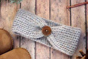 Free crochet headband pattern! Sizes include, newborn,