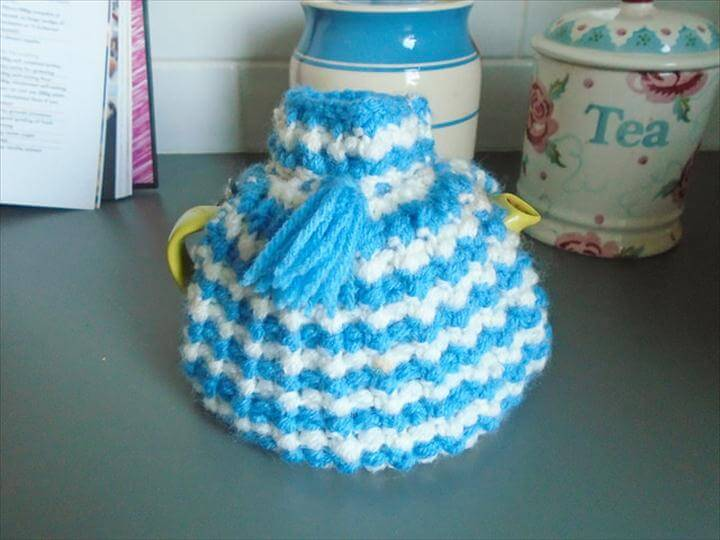 Little two cup tea cosy Free Knitting Pattern