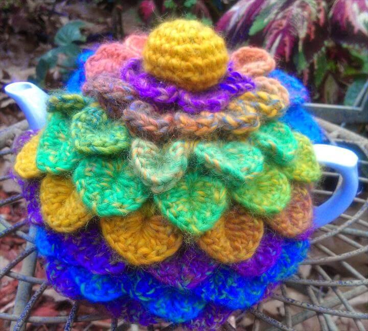 Crocodile stitch tea cosy