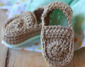 FREE Crochet Pattern: Crochet Baby Loafers |