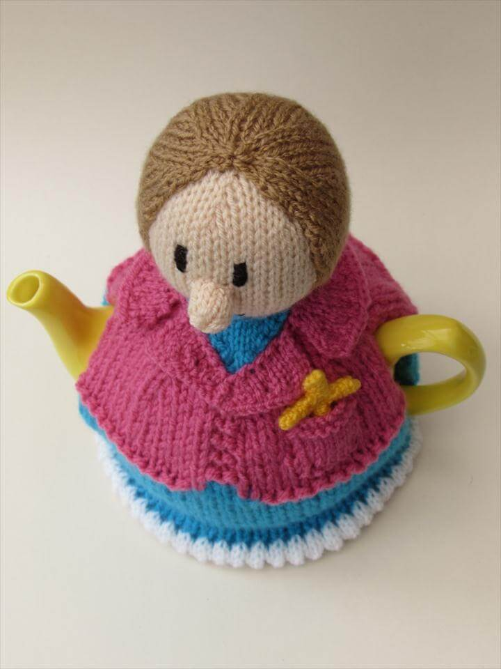 Lady Vicar tea cosy knitting pattern