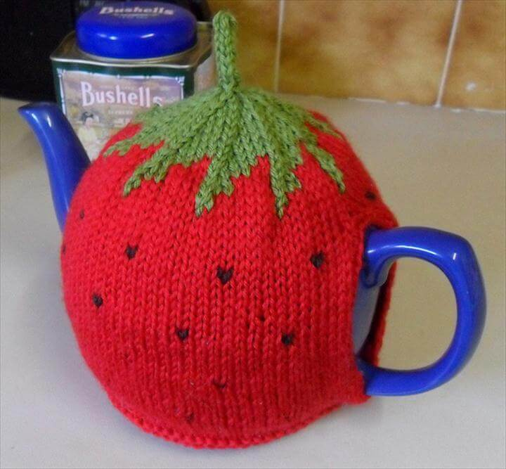 Free knitting pattern for Strawberry Tea Pot Cozy