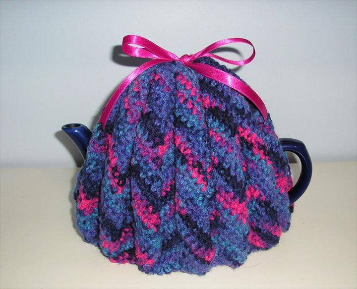 Crochet a little sweater for your teapot! Besides being decorative and adding a touch of traditional flair to your home, a tea cozy is a very practical way to keep your tea warm during infusing and serving.