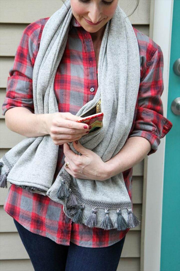 Stylish and Simple No-Sew Scarf With Hidden Pocket, DIY Winter Fashion Projects