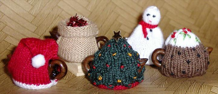 The miniature Christmas tea cosy Collection