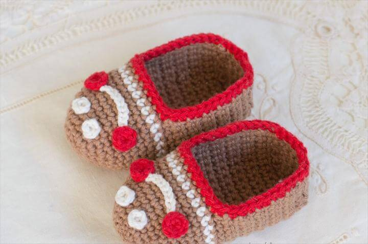 Gingerbread Man Baby Booties - Free Crochet Pattern