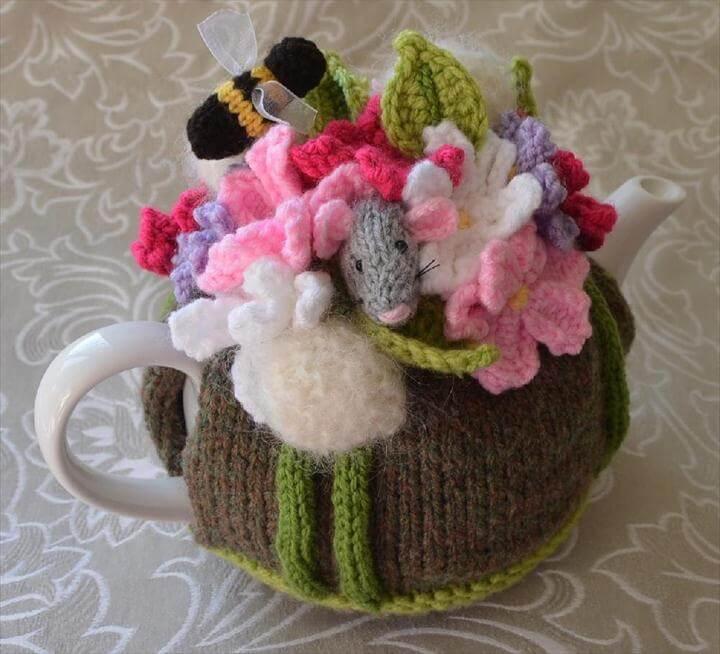 Dandelion & Cosmos Field Mouse Tea Cosy