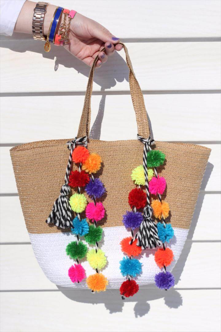 DIY Crafts with Pom Poms - Pom Pom Beach Bag DIY - Fun Yarn Pom Pom