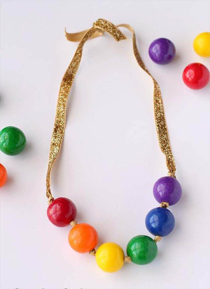 Best DIY Rainbow Crafts Ideas - Rainbow Gumball Necklace - Fun DIY Projects With Rainbows Make