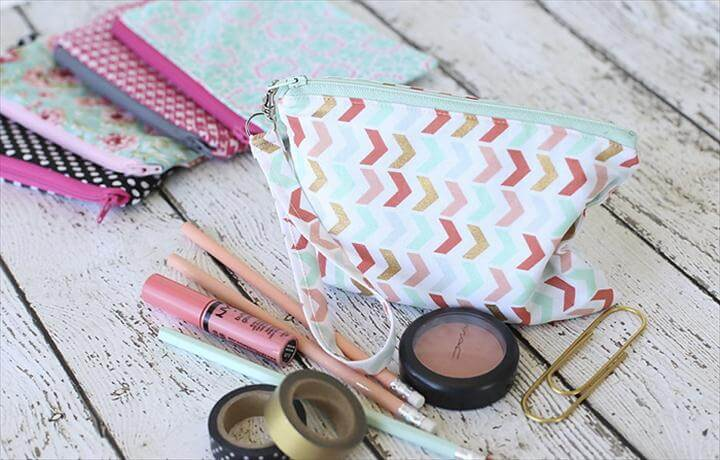 Easy sew zipper pouches - Perfect beginner project! Full tutorial