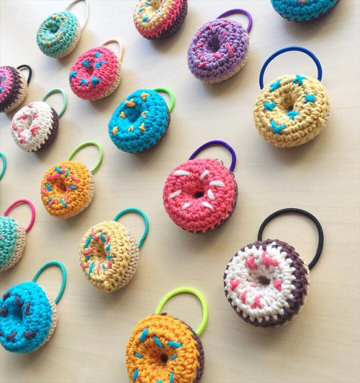 Crochet donut hair ties