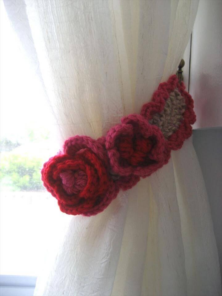 Crochet a Curtain Tie-Back (DIY Tutorial)