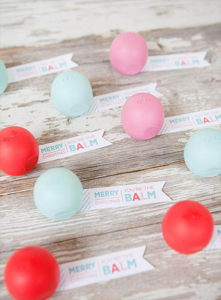 "EOS Lip Balm ""Candies"" and FREE Printable Gift Tags. Simple and inexpensive Christmas"