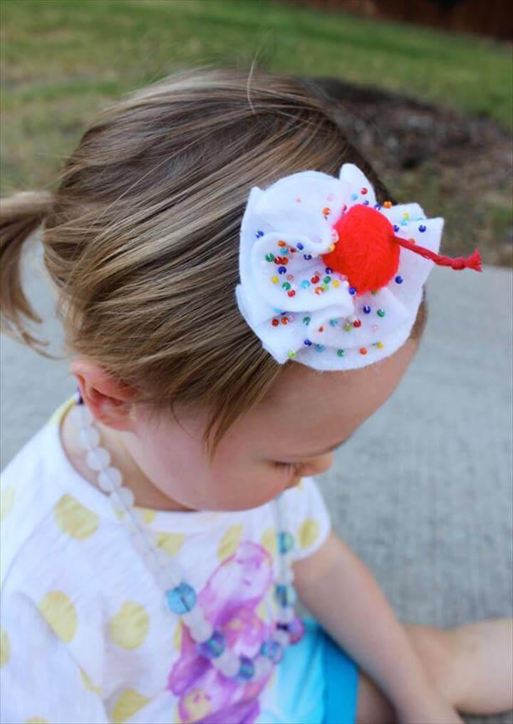 Kitsch hair pin, easy to DIY using felt.