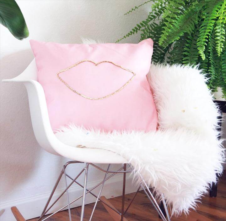 lip sequin cushion