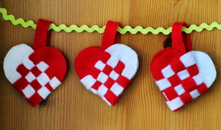 Weaving Danish Heart Baskets for Jul