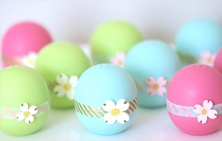 DIY: Easy & Pretty EOS Lip Balm Party Favors {Perfect for Bridal Showers, Birthdays, Baby Showers}
