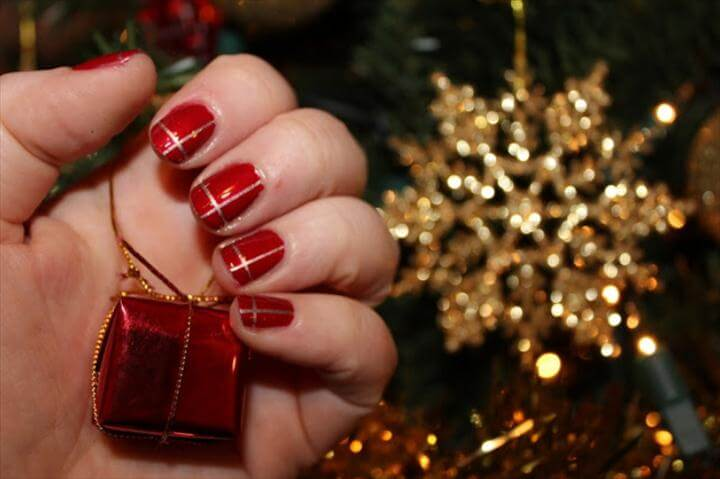 Elegant DIY Christmas Nail Art