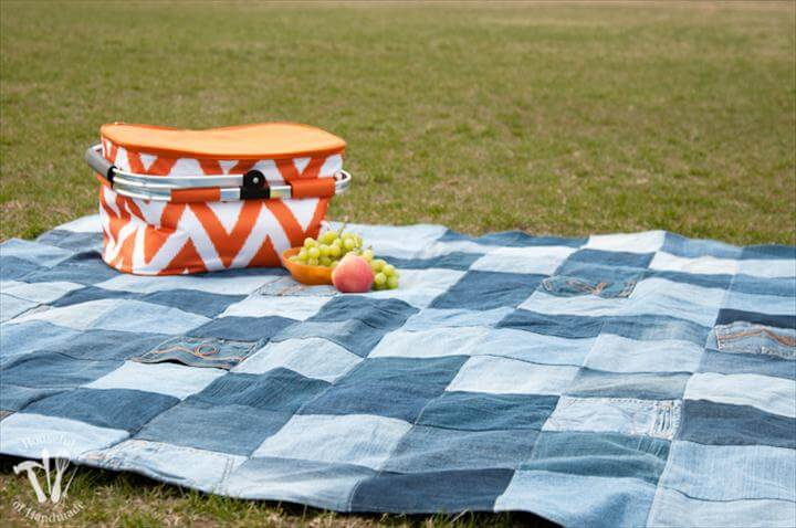 This is the best picnic blanket ever! Make an Easy Water-Resistant Upcycled Jeans