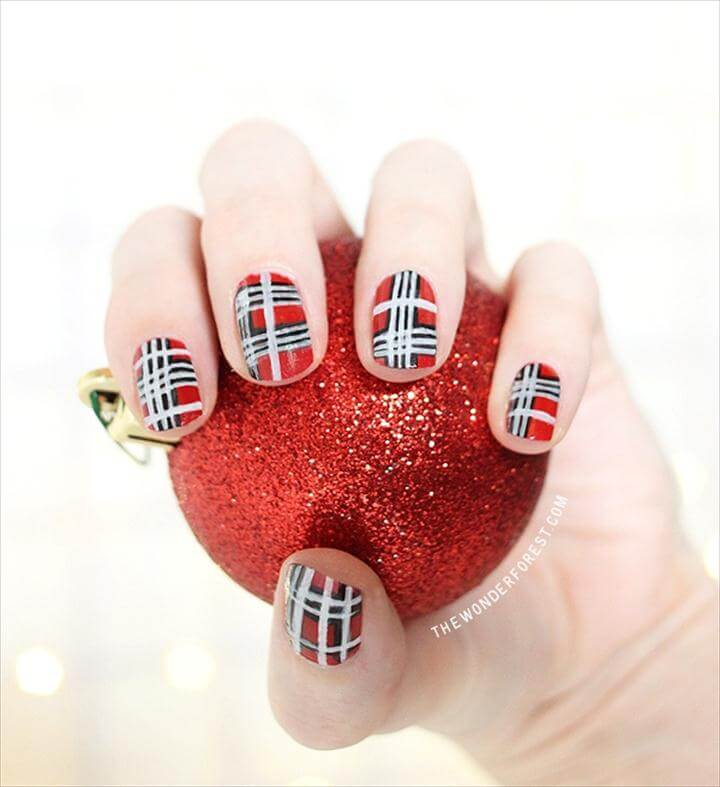 Gorgeous DIY Christmas Nail Art Designs