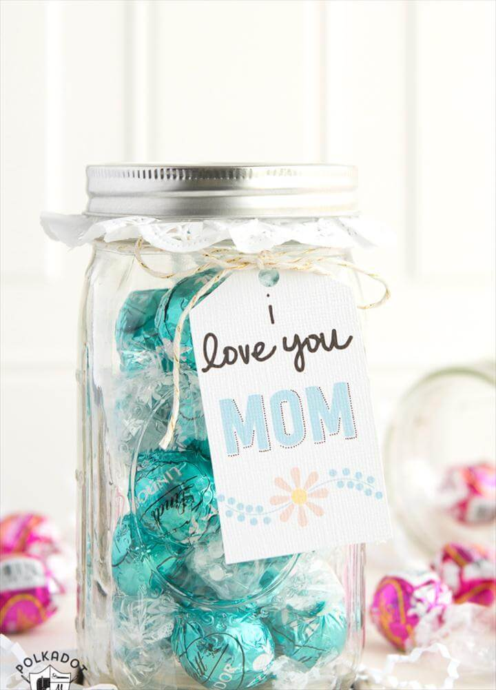 Clever Mason Jar Gift Ideas for Mom - perfect for a last minute gift!