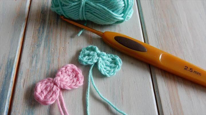 Crochet a Small Bow