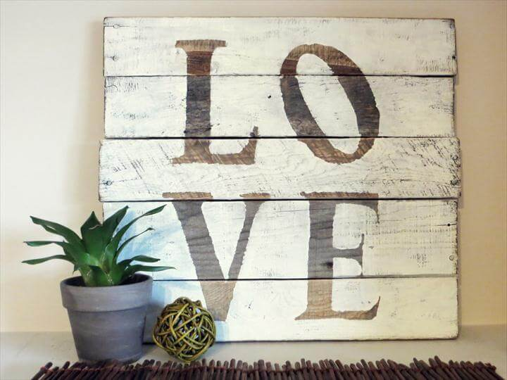 Pallet Wood Sign Ideas