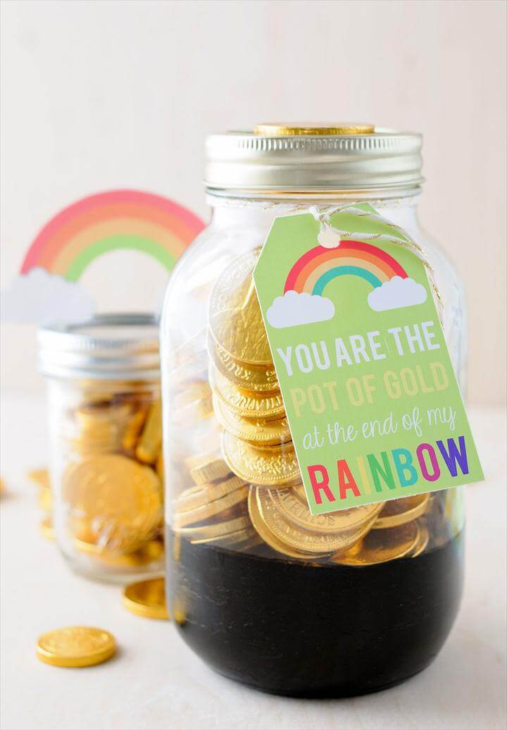 "Cute St. Patrick's Day Mason Jar gift ideas- ""pot of gold"" jars"