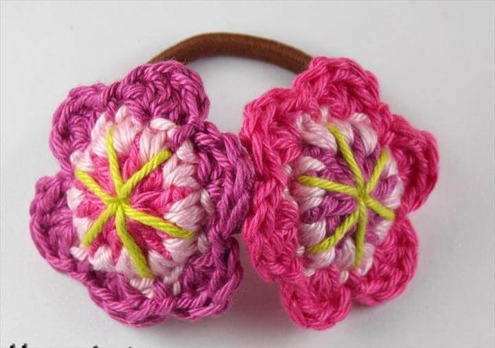 Pony tail with crochet flower free choice of color
