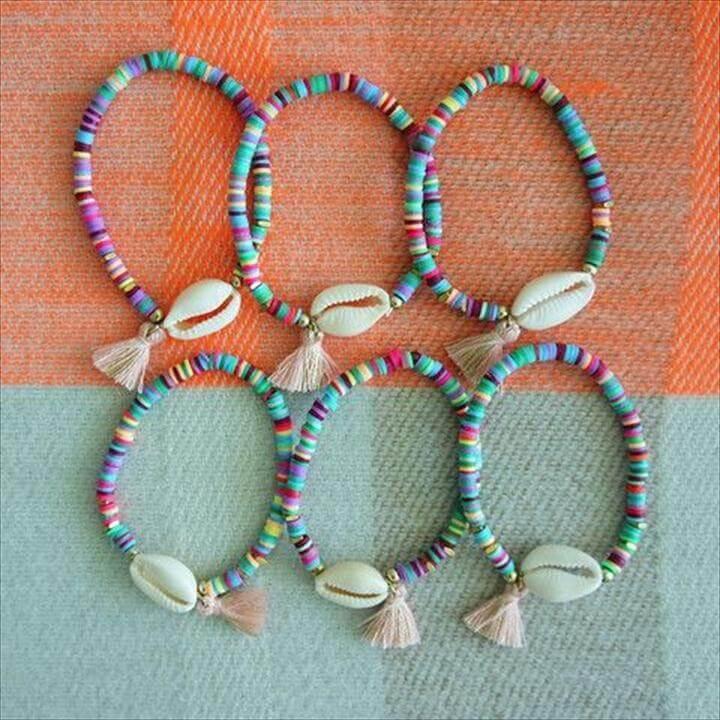 Cowrie shell - Pink tassel bracelet