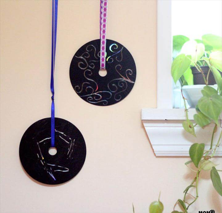 Upcycle old CDs and DVDs as doodle discs! Such a fun, easy craft for