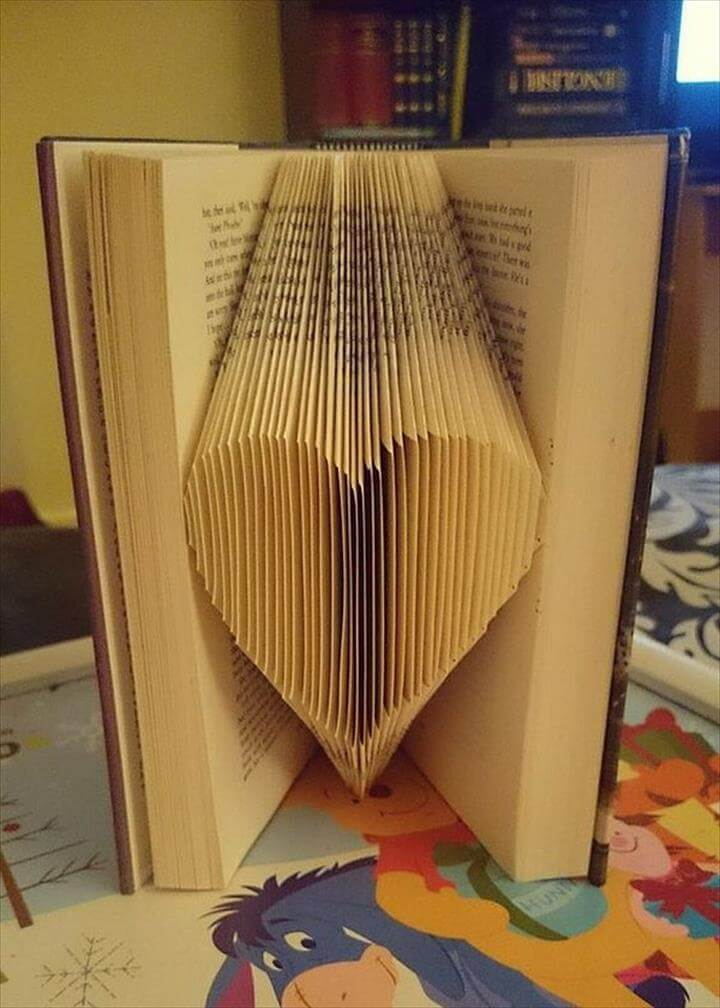 Easy And Beautiful DIY Projects Made With Old Books