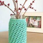 Free crochet pattern: Mason Jar Crochet Cozy. Quick and Easy home decor.