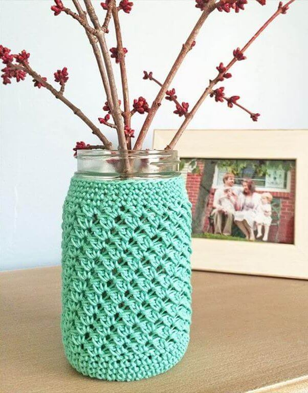 Free crochet pattern: Mason Jar Crochet Cozy. Quick and Easy home decor.