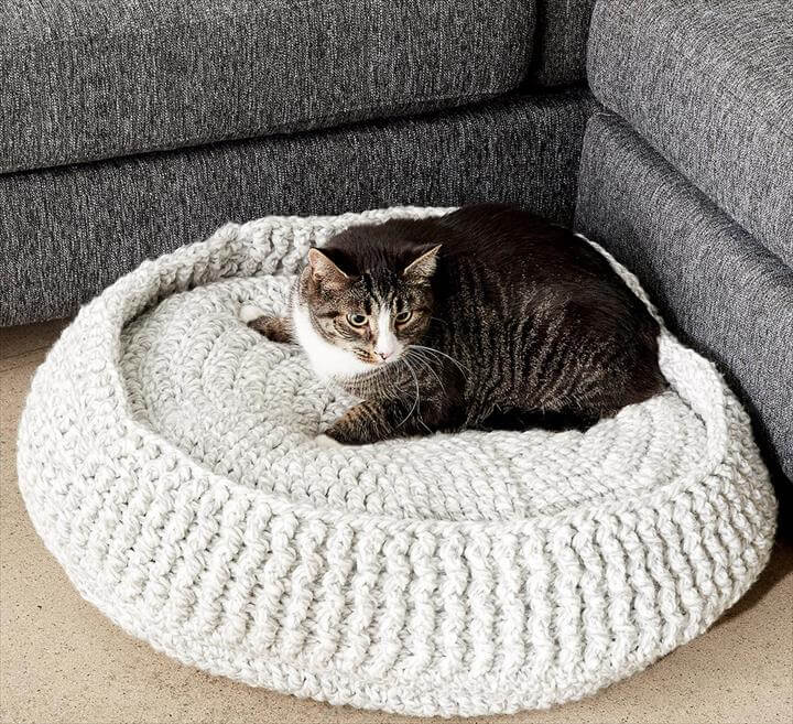 Crochet Accessory Patterns - ANNIE'S SIGNATURE DESIGNS: Cat Igloo ... | 657x720
