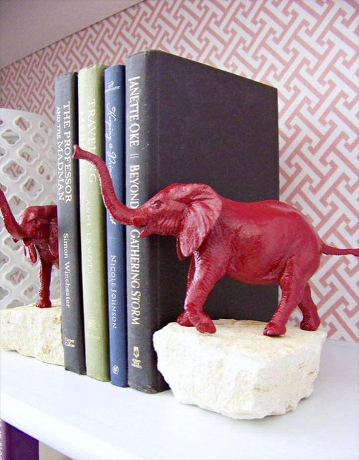 Animal Bookends, DIY Renters Decor Ideas - DIY animal Bookends - Cool DIY Projects for Those Renting Aparments